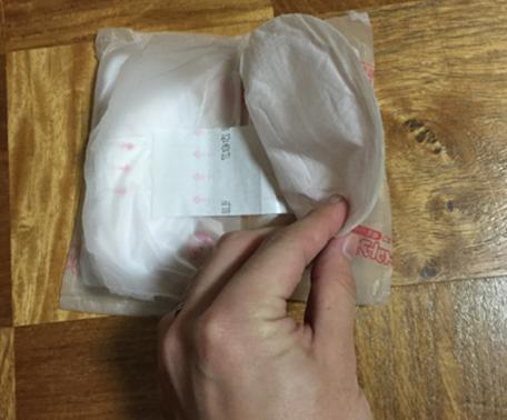 母乳パッドの取り出し方