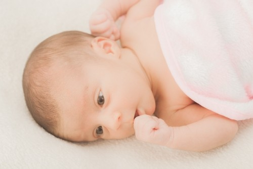 赤ちゃんにとっての指しゃぶりとは?