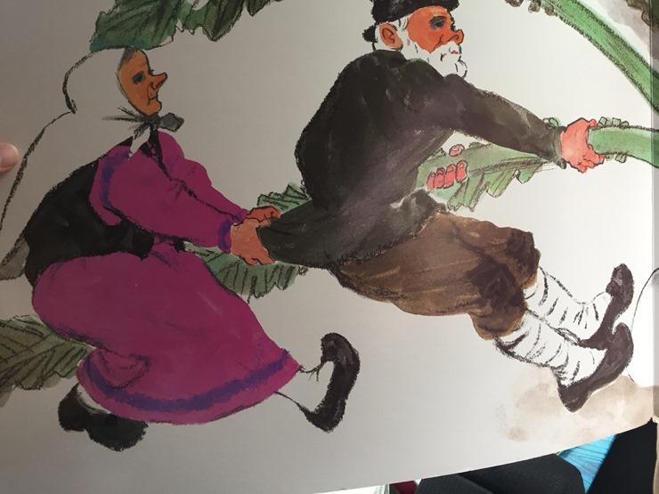 おおきなかぶを引っ張るおじいさんとおばあさん